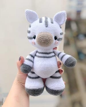 Zelda the Zebra – Amigurumi Crochet Pattern | | 371x300