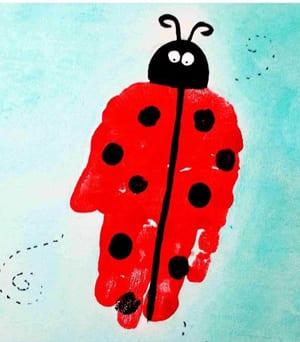 ladybug kid crafts - bug crafts for kids- ladybird insect - handprint - art and craft - amorecraftylife.com #preschool #craftsforkids #kidscrafts