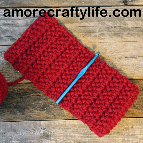 Make a bulky headband pattern. Chunky Herringbone Crochet Headband Pattern -crochet ear warmer pattern- printable pdf - winter headband - amorecraftylife.com #crochet #crochetpattern #freecrochetpattern