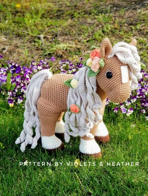 Amigurumi Horse and Donkey - A Free Crochet Pattern - Grace and Yarn | 396x300