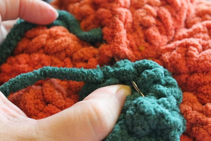 chunky crochet pumpkin pattern - amorecraftylife.com -bernat blanket yarn free printable crochet pattern chunky pattern #crochet #crochetpattern #freecrochetpattern