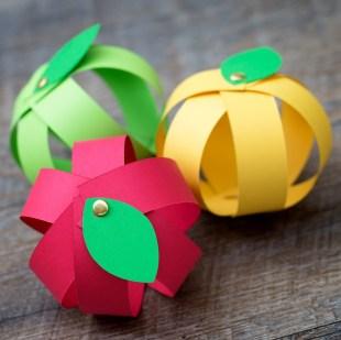 apple Kid Crafts- fall kid craft - amorecraftylife.com #kidscrafts #craftsforkids #preschool