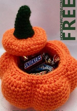 free Halloween crochet patterns- fall crochet pattern- amorecraftylife.com #crochet #crochetpattern #diy #halloween