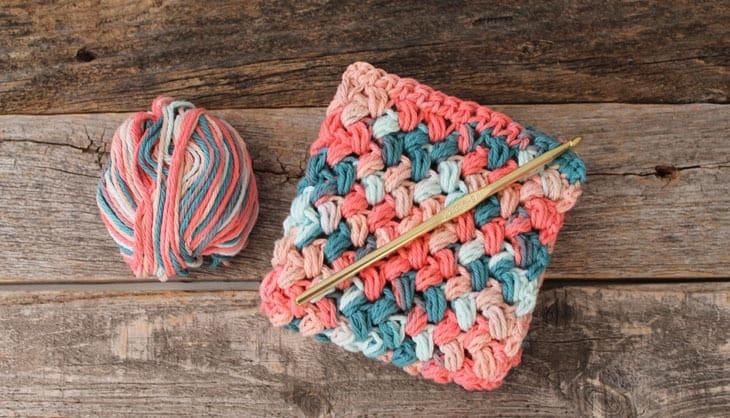 free printable bean stitch crochet dishcloth pattern -amorecraftylife.com #crochet #crochetpattern #diy #freecrochetpattern