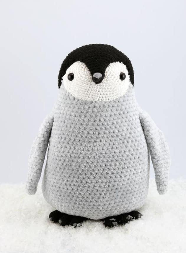 Make a cute penguin chick. penguin crochet pattern - amorecraftylife.com #crochet #crochetpattern