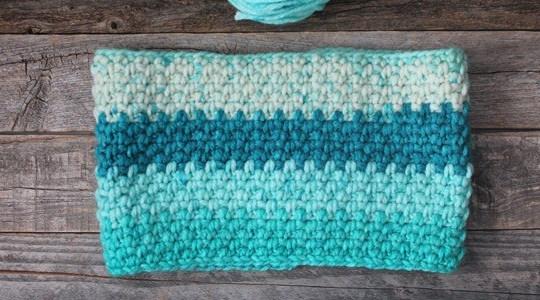 Moss stitch crochet cowl pattern - Free Pattern -crochet ear warmer pattern- printable pdf - winter headband - scarf - amorecraftylife.com #crochet #crochetpattern #freecrochetpattern