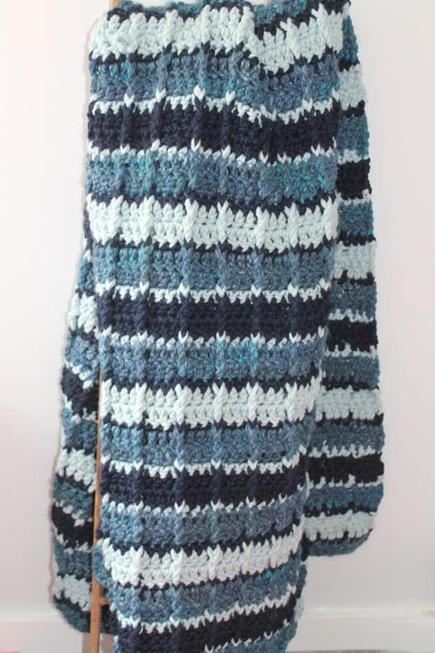 Striped large wool crochet blanket free pattern- amorecraftylife.com Super bulky yarn-crocheted afghan - free printable crochet pattern - lion brand wool-ease thick and quick yarn #crochet #crochetpattern #freecrochetpattern