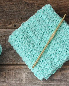 free printable learn to make crochet star stitch dishcloth pattern -amorecraftylife.com #crochet #crochetpattern #diy #freecrochetpattern