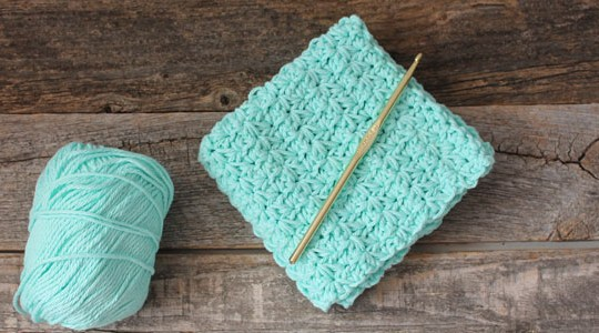 free printable learn to make crochet star stitch dishcloth pattern -amorecraftylife.com #crochet #crochetpattern #diy #freecrochetpattern