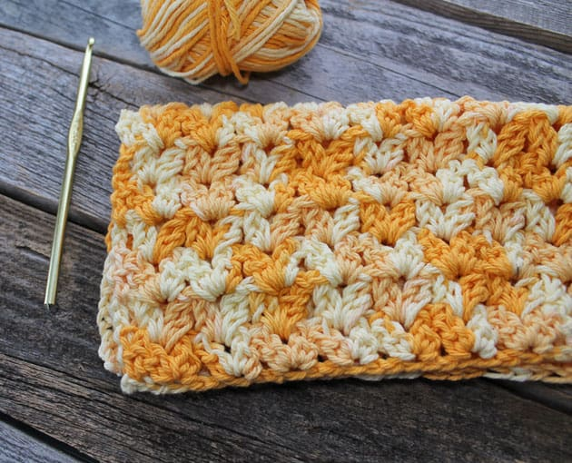 easy quick V stitch cluster crochet dishcloth pattern - free printable pdf - amorecraftylife.com #crochet #crochetpattern #freecrochetpattern
