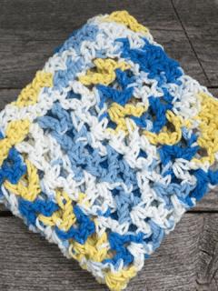 easy v stitch crochet dishcloth pattern - free printable pdf - amorecraftylife.com #crochet #crochetpattern #freecrochetpattern