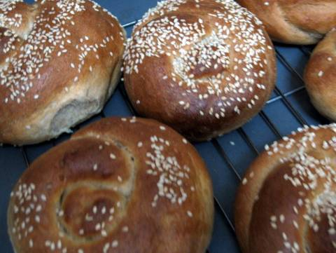 round challah roles with sesame