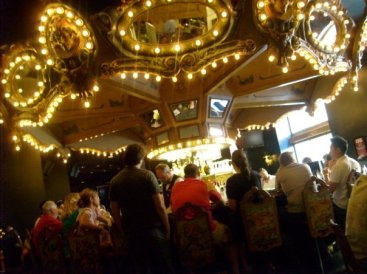 the-famous-carousel-bar
