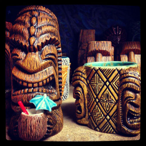 Scott Taylor mugs 4 Coconut Beachcomber & Tapa Tri-Foota