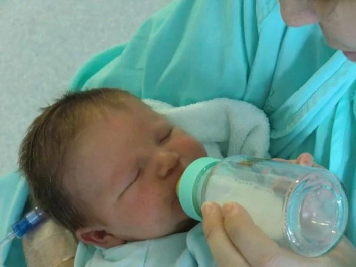 Faire accepter le biberon à bébé : 7 astuces à connaitre.