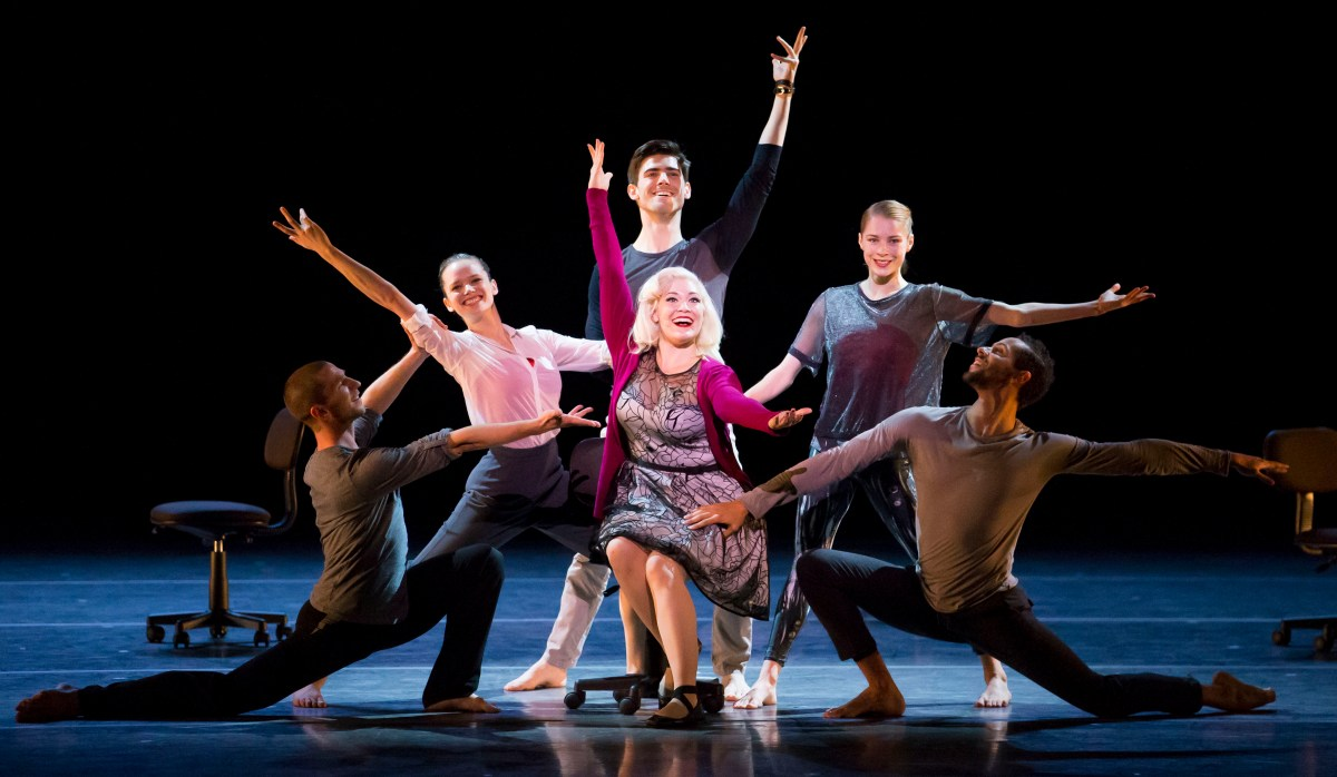 """Hubbard Street Dance Chicago performs """"The Art of Falling."""" Photo by Todd Rosenberg"""