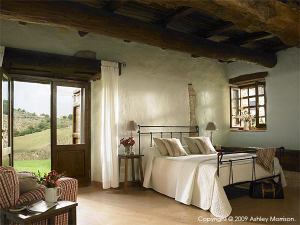 Master bedroom in IL Cipresso villa.