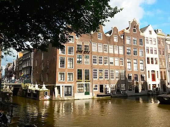 What kind of people live in Amsterdam's Red Light District