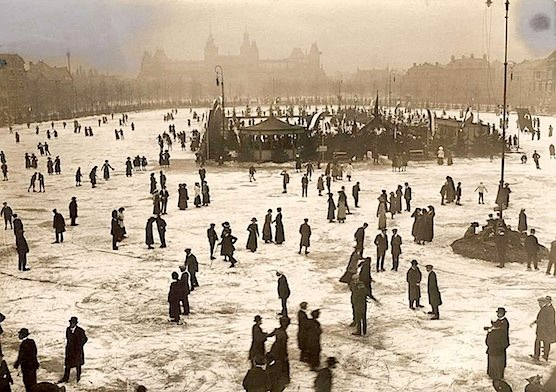 Ice skating in Amsterdam Museum Square Rijksmuseum 1912.