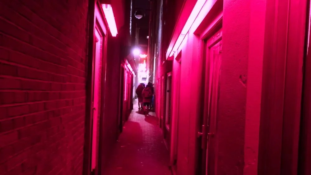 10 Amsterdam Red Light District Do's and Don'ts