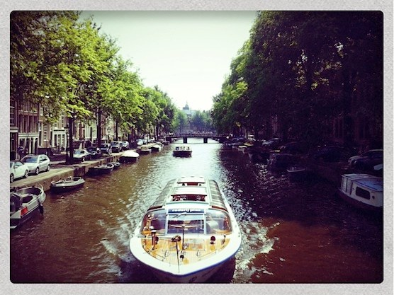 10 tips hot summer days in Amsterdam. Canal Cruise in Amsterdam.
