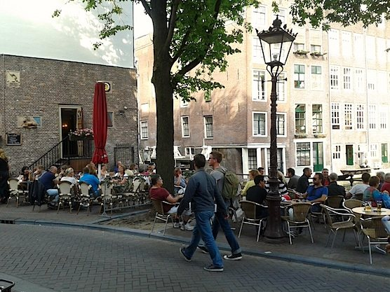 10 tips for hot summer days in Amsterdam. Amsterdam's Cafe Aen 't Water