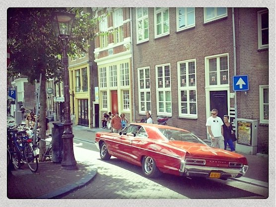 20 Amazing Pictures of Amsterdam's Red Light District: An American muscle car