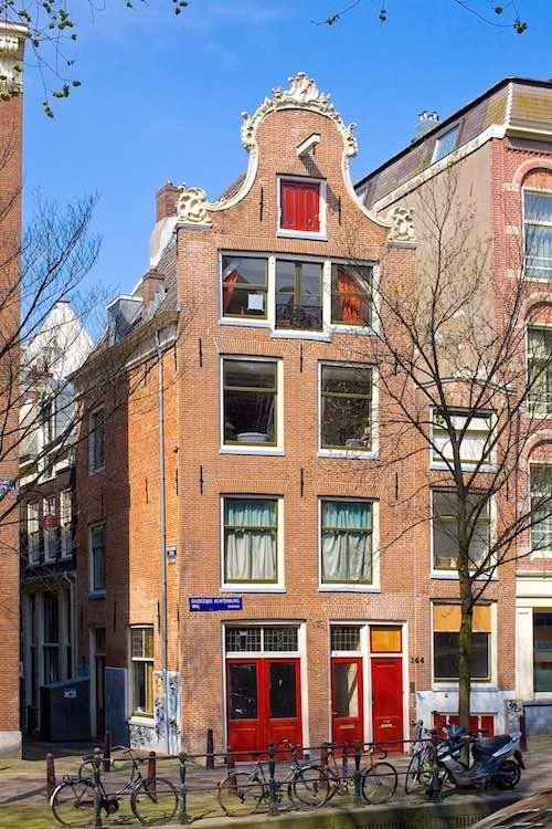 Amsterdam Red Light District Proeflokaal 't Kelkje Gin Jenever Bar