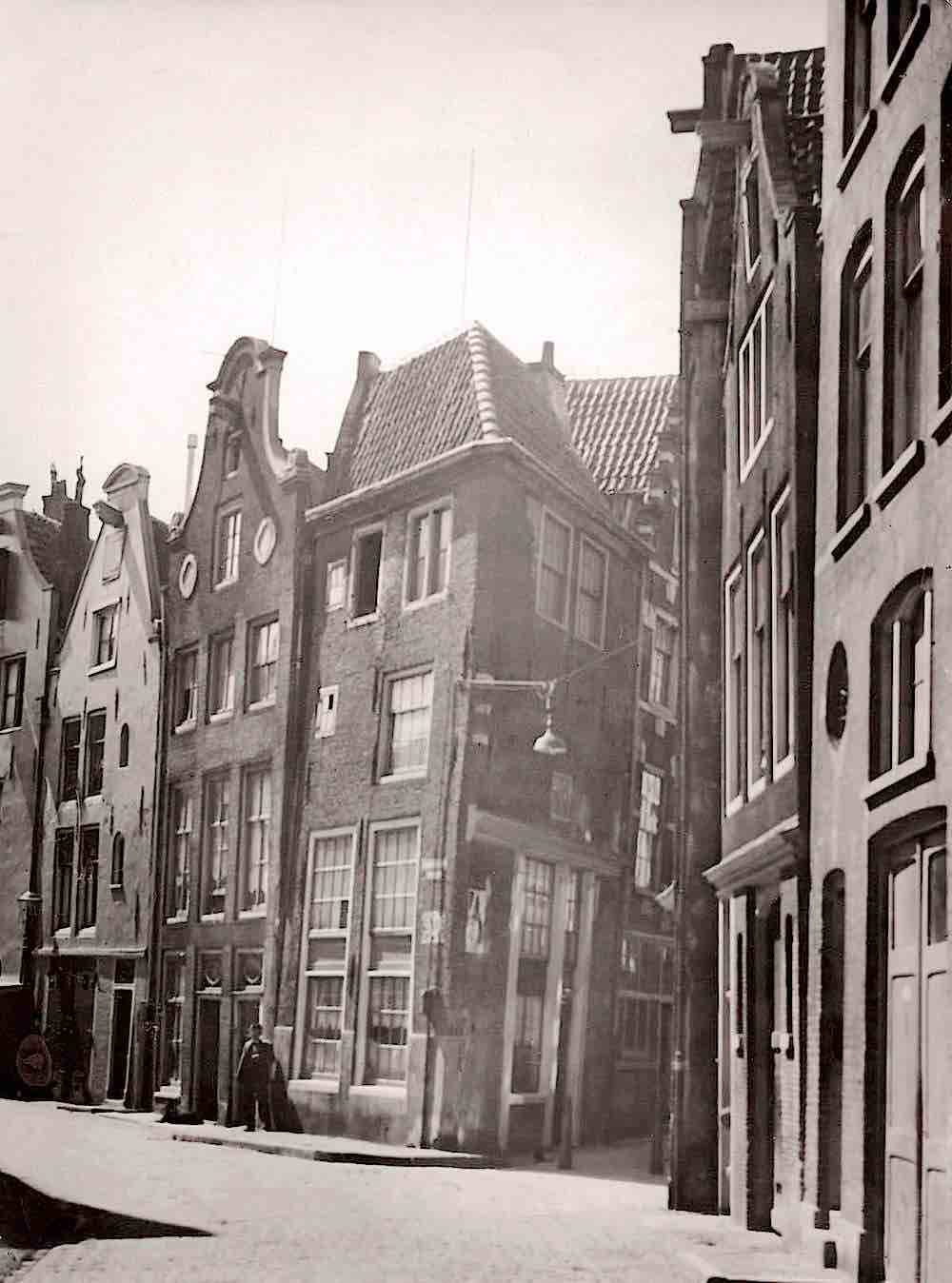 Holland, Amsterdam, Year 1916. Old Church Square.