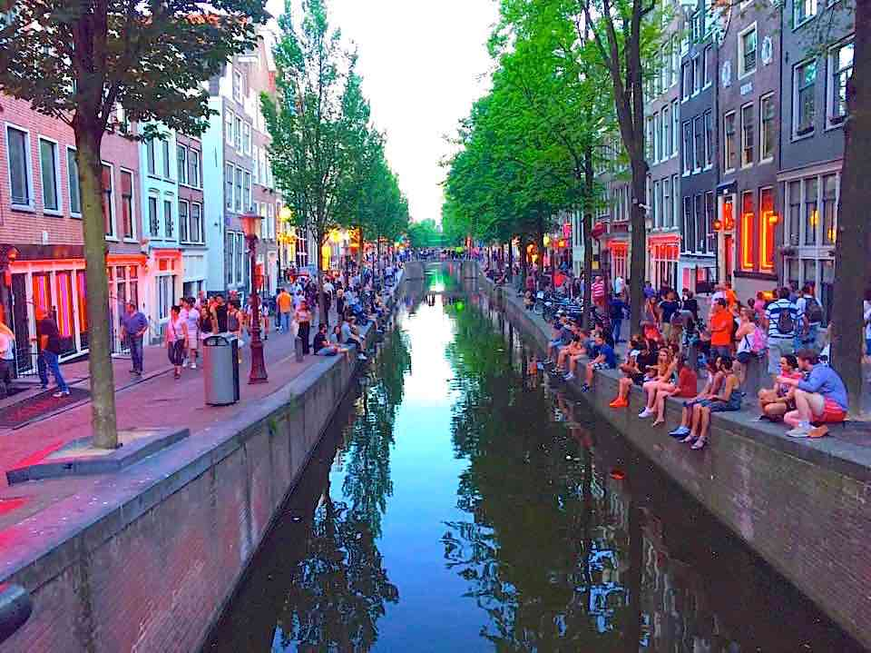 best streets in amsterdam for pedestrians in the red light district amsterdam red light. Black Bedroom Furniture Sets. Home Design Ideas