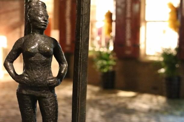 Mariska Majoor Belle Statue