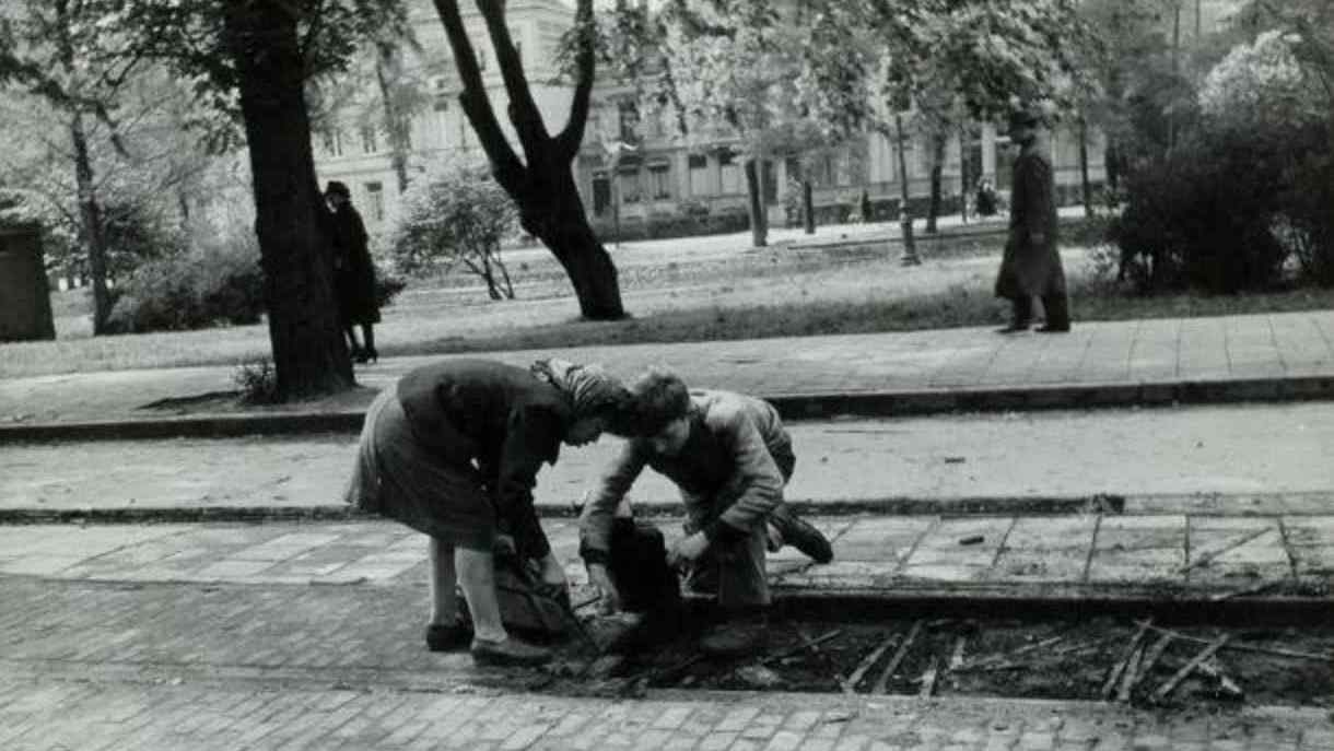 Amsterdam history hunger winter