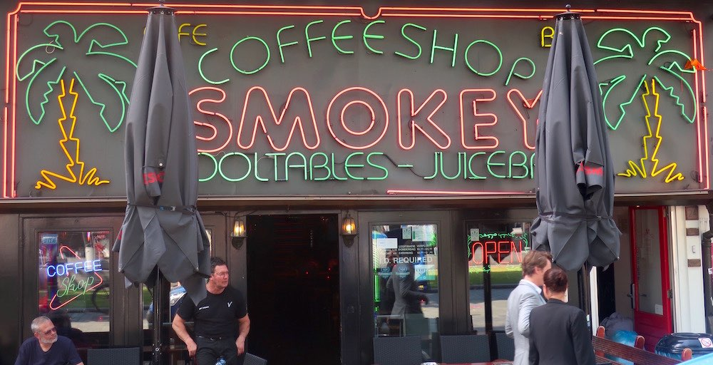 smokey coffeeshop amsterdam