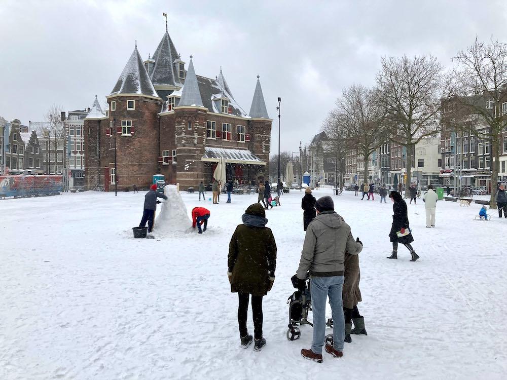 Amsterdam snow nieuwmarkt