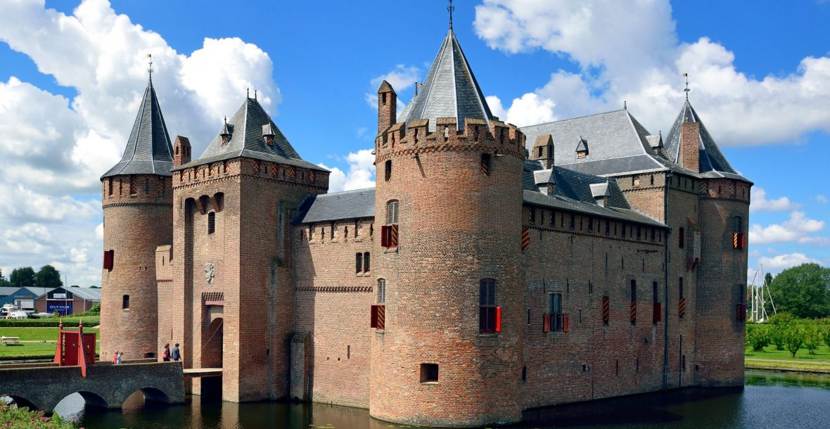 Sail with a classic boat to Amsterdam Castle Muiderslot and Fortress Island Pampus, UNESCO world heritage
