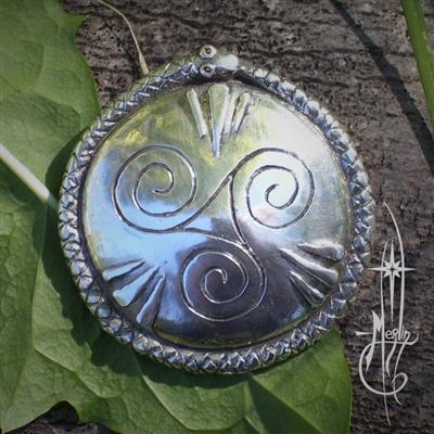http://www.amuletsbymerlin.com/Dagda-s-Shield-Amulet-p/ib-8.htm