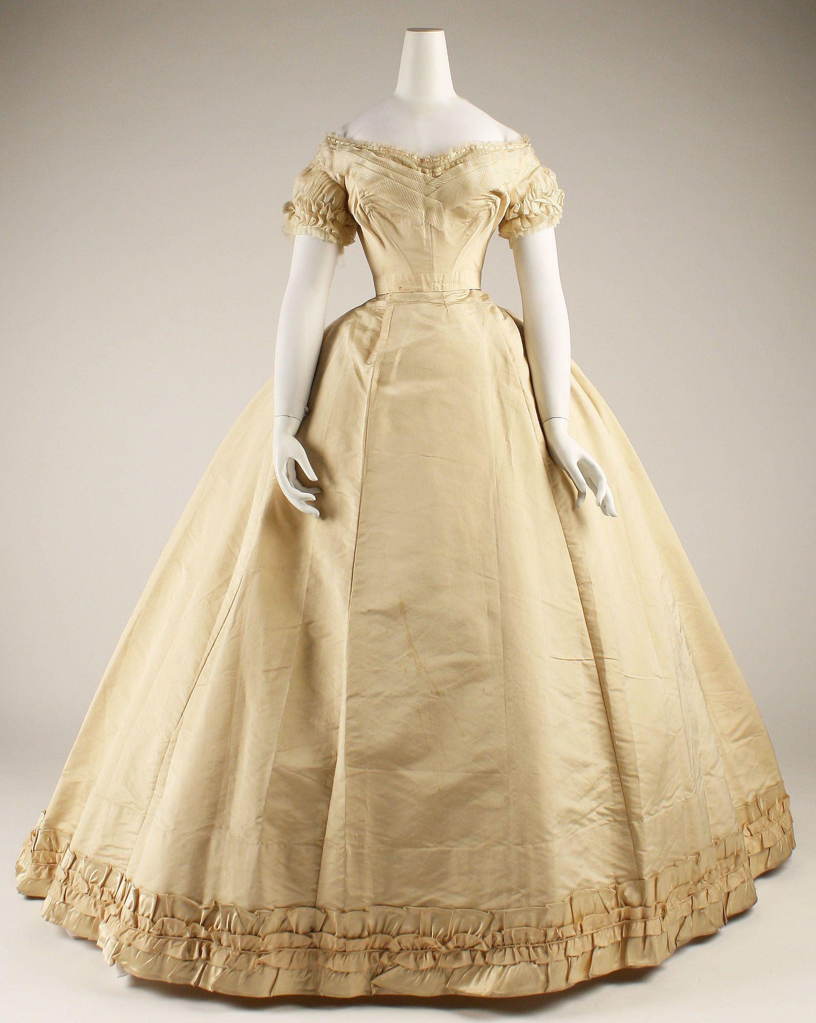 Noob Couture épisode 1 – Je me lance dans la réalisation d'une robe de bal style 1850