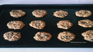 cookies 2  Easy Oatmeal Raisin Cookies cookies 2
