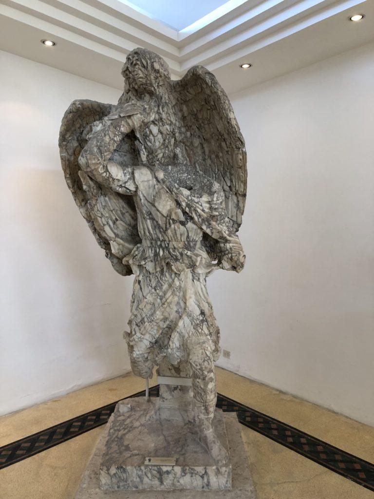 Statua di Ganimede, il sommelier del vino Cecubo a Sperlonga
