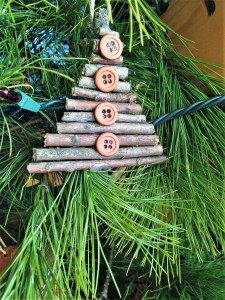 12 posts christmas, simple ornaments