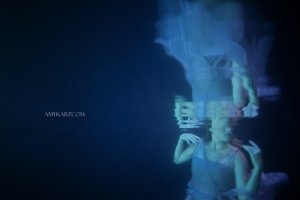 underwater maternity session in dallas with arden by dallas wedding photographer amy karp (16)