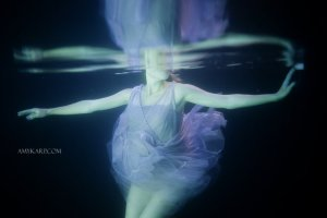 underwater maternity session in dallas with arden by dallas wedding photographer amy karp (6)