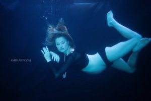 underwater maternity session in dallas with arden by dallas wedding photographer amy karp (9)
