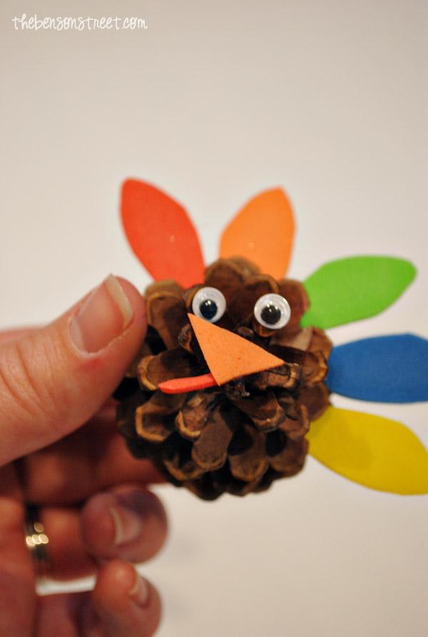Pinecone Turkey Craft at thebensonstreet.com