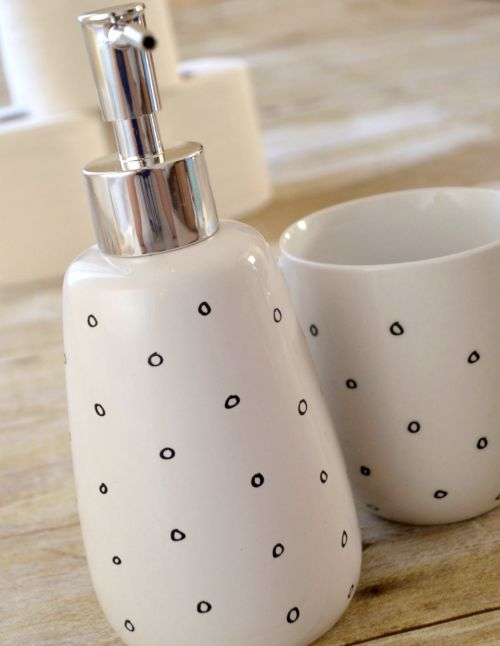 DIY Bathroom Accessories: Soap Pump and Tumbler