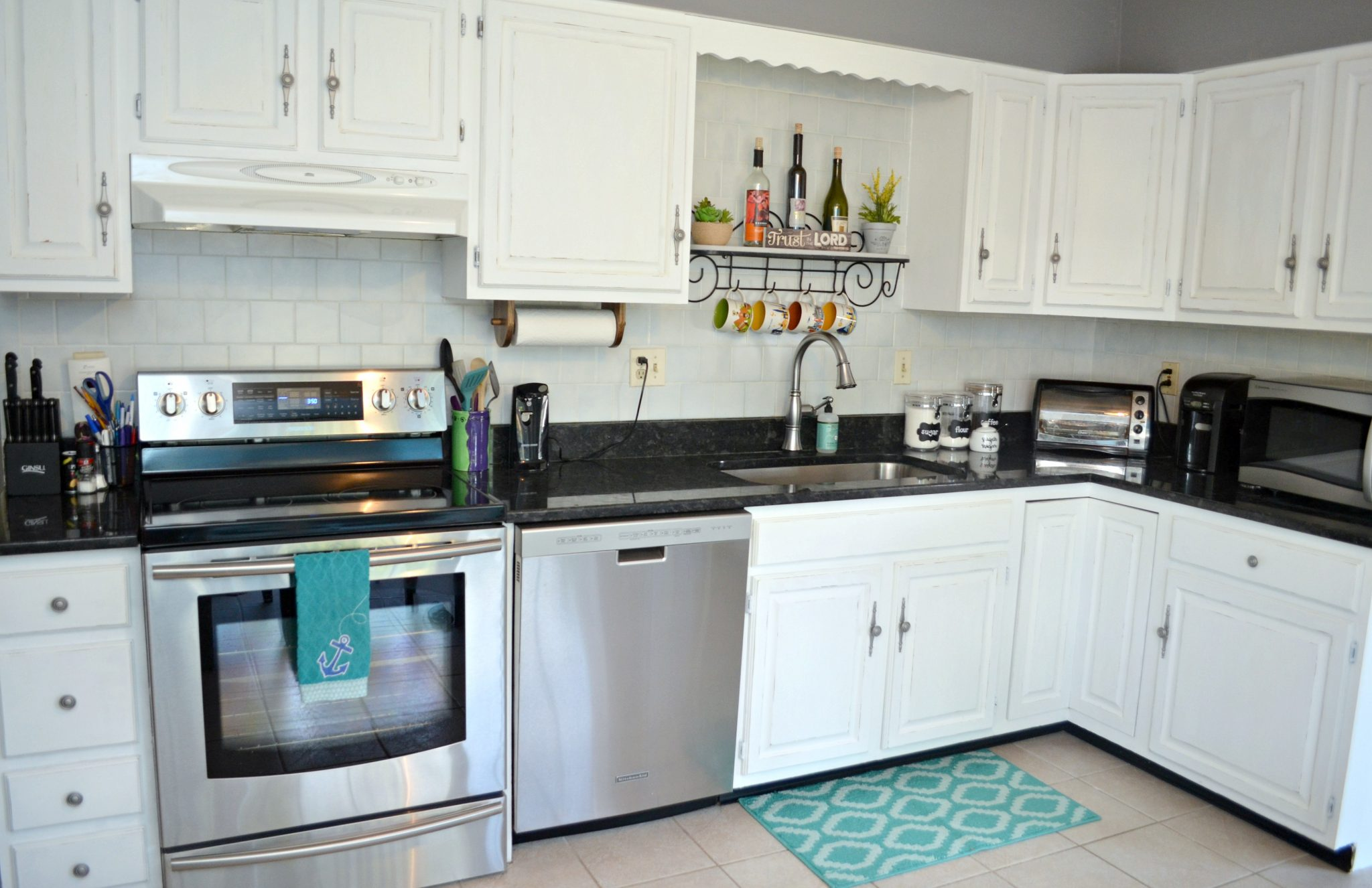Painting Cabinets: A Kitchen Makeover