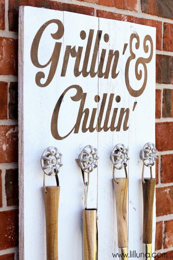 Grillin & Chillin Sign