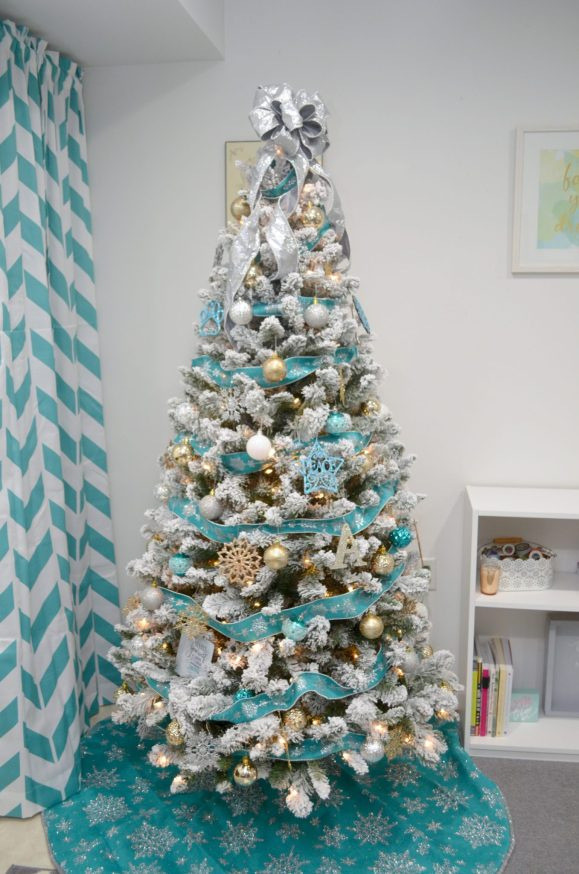 Decorating a Christmas Tree on a Budget