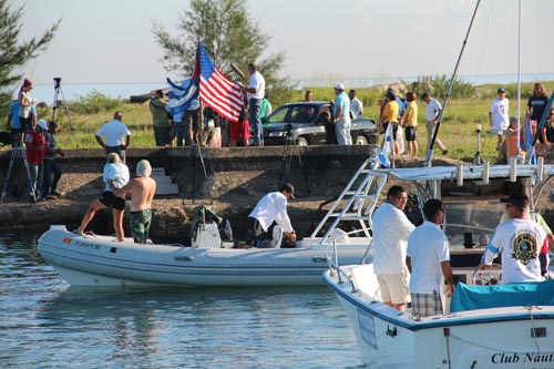 Diana Nyad begins her swim from Cuba to Florida. (Photo from diananyad.com)