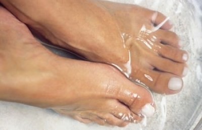 Vinegar soak for feet